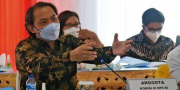Anggota Komisi III DPR Taufik Basari saat mengikuti pertemuan Tim Kunjungan Kerja Reses Komisi III DPR RI dengan Kapolda Lampung Irjen Pol Purwadi Arianto dan Kepala BNNP Lampung Brigjen Pol Jafriedi, di Bandar Lampung, Kamis (18/2/2021). Foto : Kiki/Man